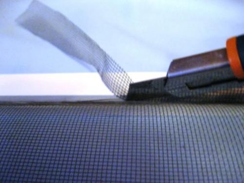 замена полотна москитной сетки